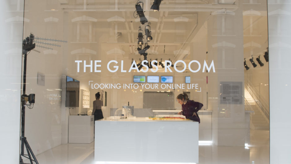 Kunstaustellung in London Big Data The Glass Room