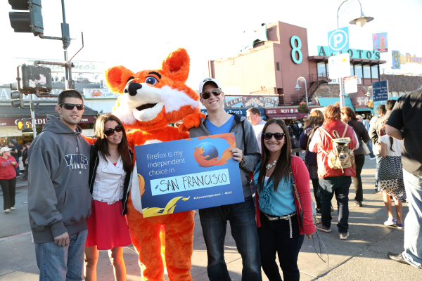 Foxy with Firefox fans at Fisherman's Wharf!